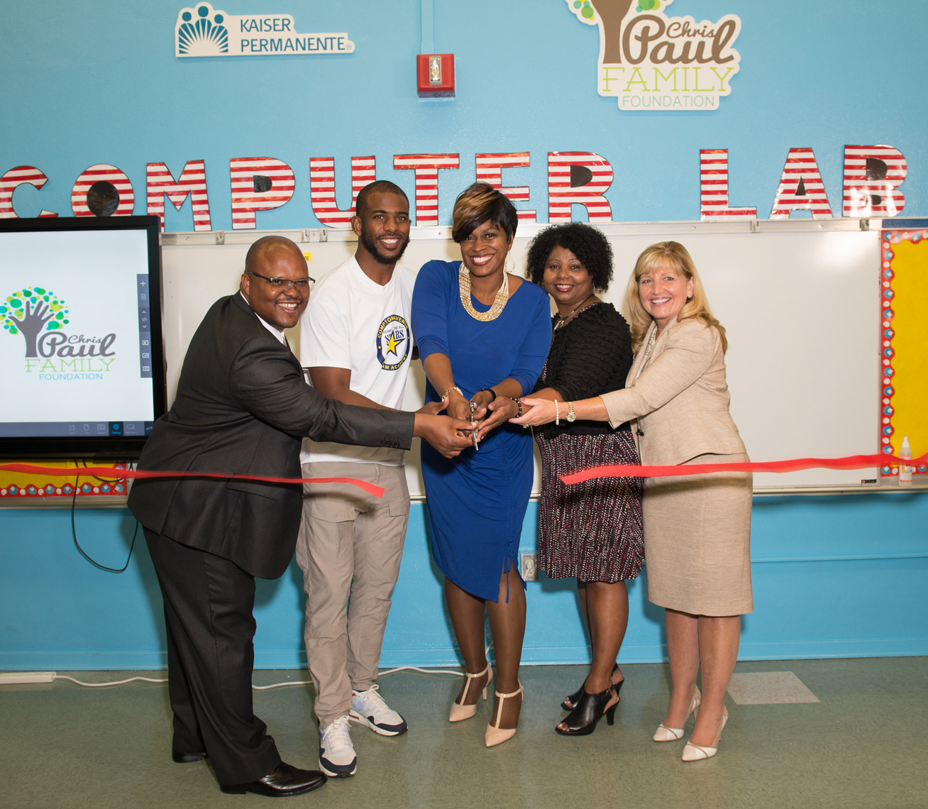 Corporate_event_Kaiser_Permanente_ribbon_cutting_Chris_Paul_1